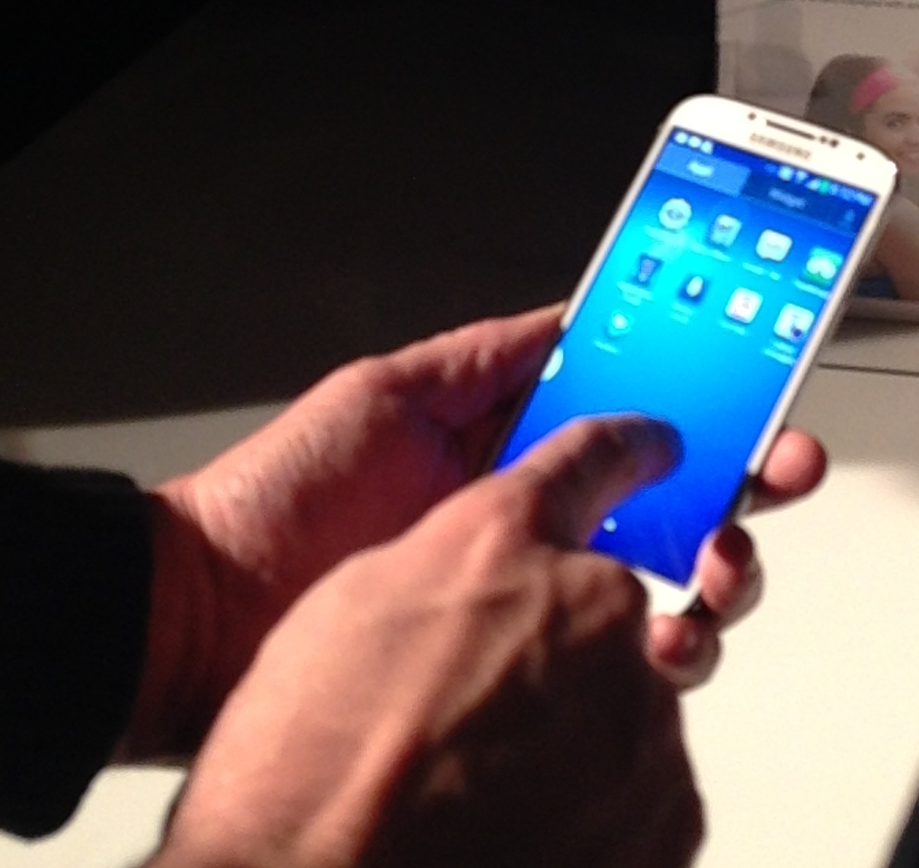 Hands-on the Galaxy S4 (Photo: Larry Magid)